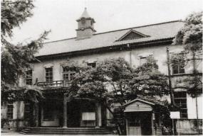小石川植物園へ移築される前の赤門庁舎